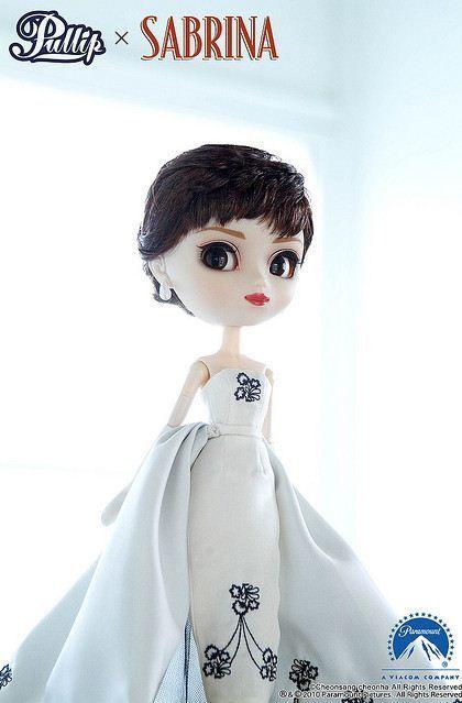 pullip sabrina vestido blanco y negro givenchy