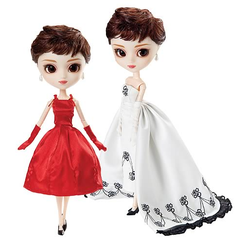 pullip sabrina con los dos vestidos: el rojo y el blanco y negro