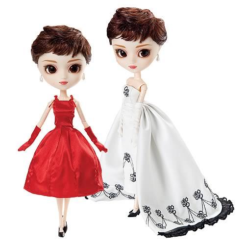 pullip sabrina con los dos vestidos: el rojo y el blanco y negro