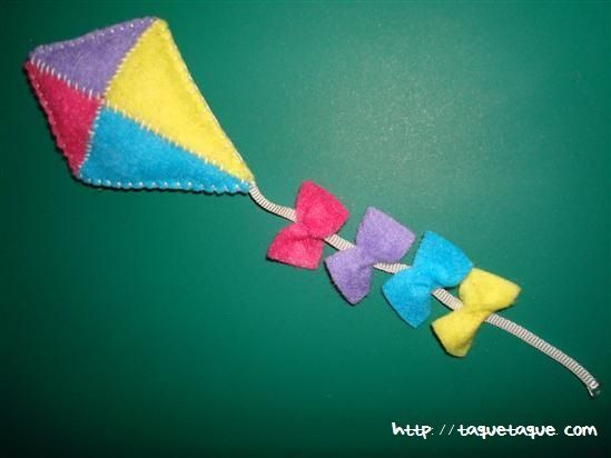 broche DIY OOAK de fieltro: una cometa multicolor