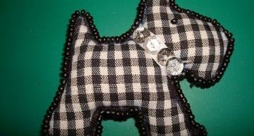 Más broches DIY: un perrito negro y blanco