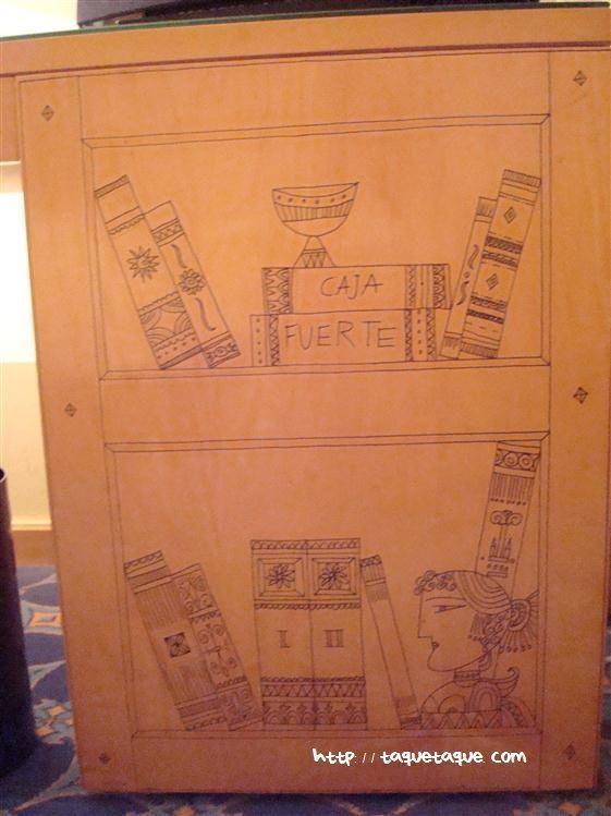 una de las fotos que hice de los muebles decorados con dibujos en el Hotel Meliá de Cáceres