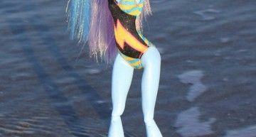 Abbey Bominable va a la playa por primera vez!!! Y lo hace en el Mediterráneo, junto a Tiritona