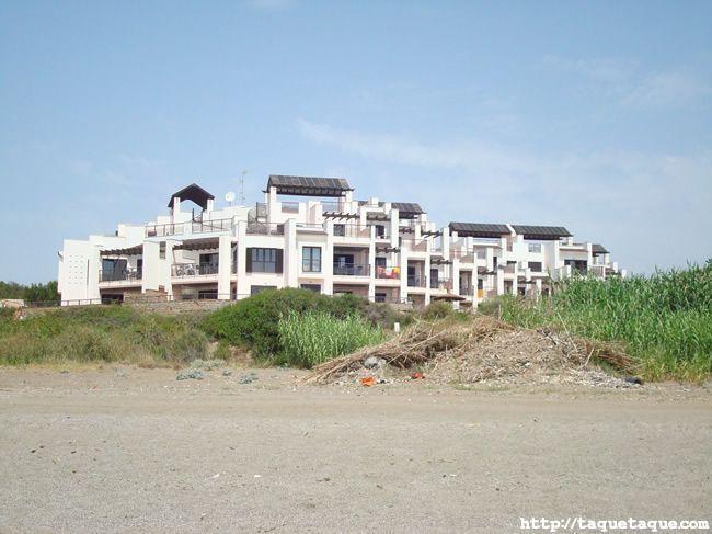 urbanización en la playa