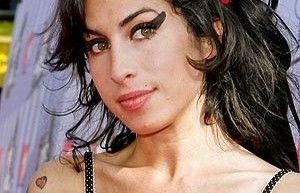 De obituario en obituario: ha muerto Amy Winehouse a los 27 años… como Kurt Cobain y Jimmy Hendrix!!!