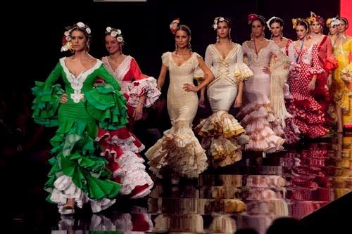 desfile de trajes de flamenca