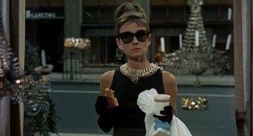 """Hoy se cumplen 50 años del estreno de """"Desayuno con Diamantes"""" (""""Breakfast at Tiffany's""""), pero Holly es atemporal…"""