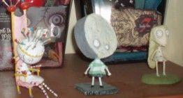 """Vuestras fotos, vuestras historias (XV): en las fotos de las """"Living Dead Dolls"""" de Luix vemos algun@s """"hij@"""" de Tim Burton"""