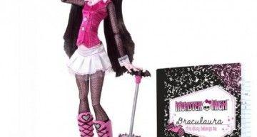 Para los que estáis buscando la Draculaura de 2010 con mascota y diario: a 49,99 libras (gastos de envío incluidos)