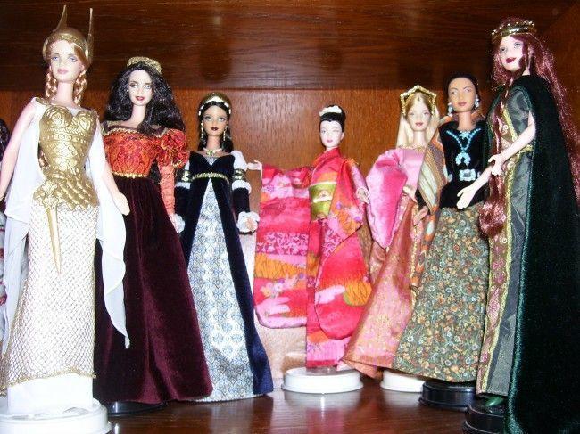 Una pequeña muestra de la colección de muñecas de Lara: algunas de sus Barbies
