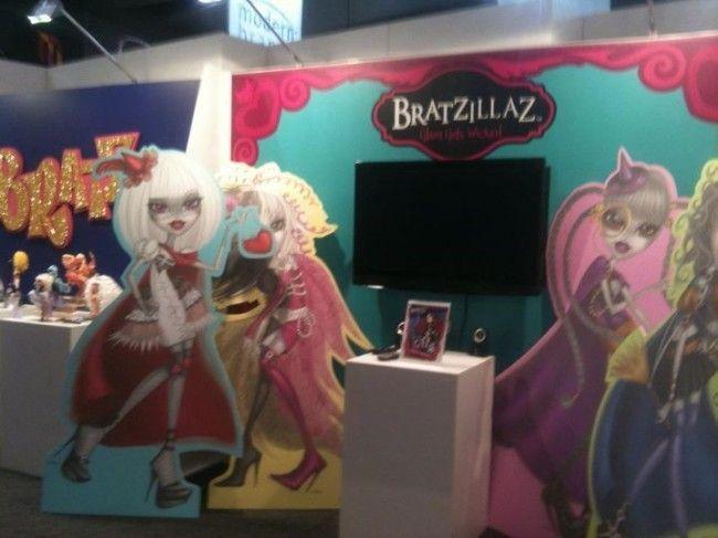 La 1ª foto que he encontrado de las Bratzillaz hecha en la Feria de Juguetes de Australia, en marzo de 2012