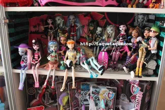 Los primeros 6 Monster High de 2010, la colección Gloom Beach (Playa Sombría), y la colección Skull Shores (Isla Calavera)