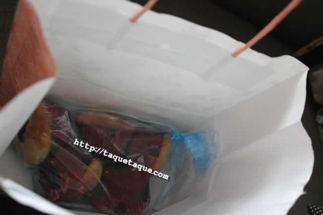 """Caperucita tenía una cestita, y mi hadita madrina me regaló estos """"muffins"""" caseros de frambuesa en esta bolsa"""