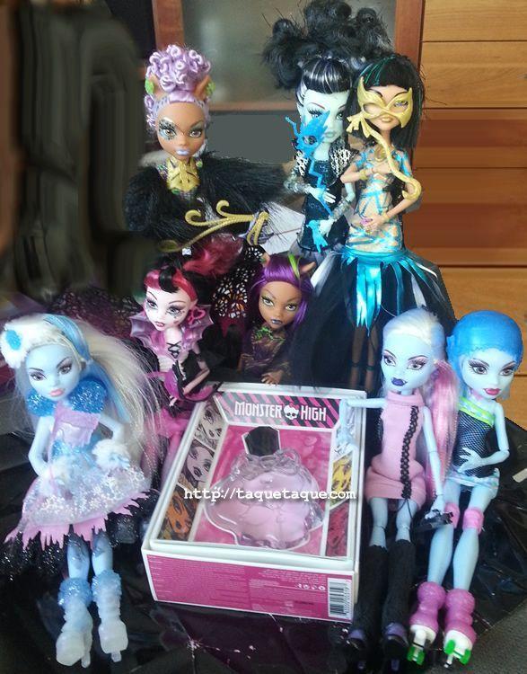 """Mi colección """"Ghouls Rule!"""" al completo, junto a otras de """"mis chicas"""" y el perfume que he recibido como premio por la historia"""