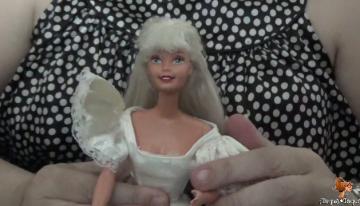 ¡Ay qué pelos! Pobre Barbie de los 90s…