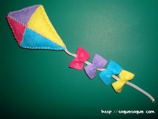 broche DIY OOAK de fieltro: una cometa multicolor