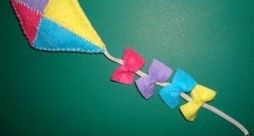 En primavera, cometas de fieltro multicolor…