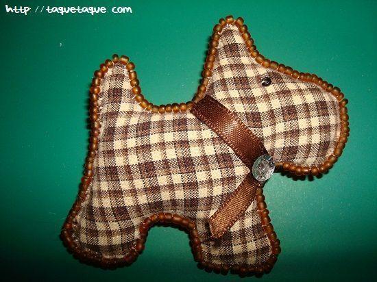 broche DIY OOAK: perro marrón de cuadros