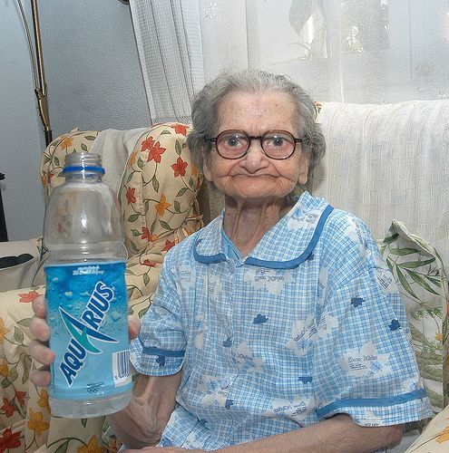 aquarius grande litro anciana abuela