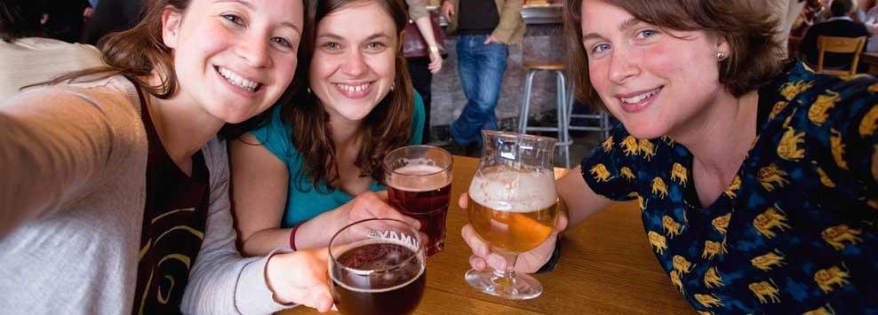 valonia bruselas turismo cerveza de abadia terraza vacaciones