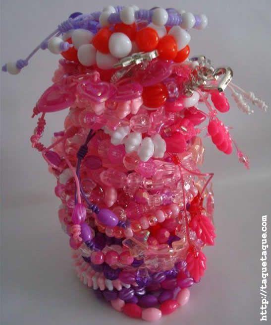 44 pulseras hechas con el set de abalorios de Hello Kitty (Toys R Us)
