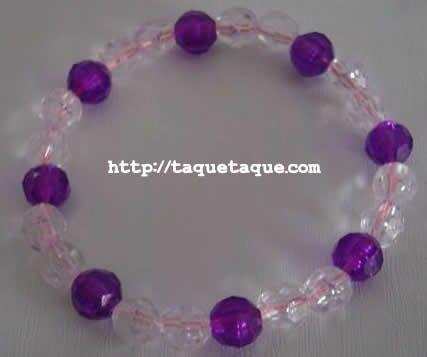 pulsera con abalorios transparentes y violetas