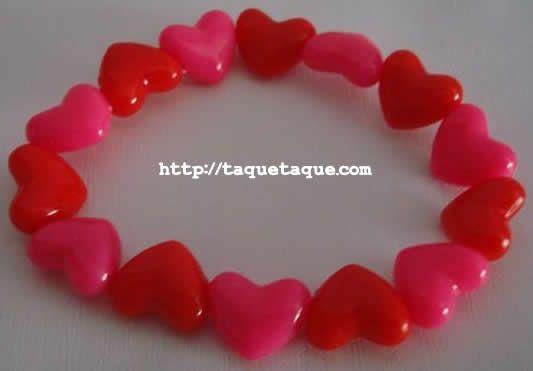 pulsera de corazones rojos y rosas