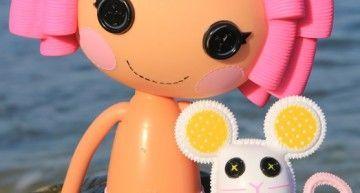 Mi Lalaloopsy Crumbs Sugar Cookie gibraltareña en la playita!!! ¿A que es una ricura?