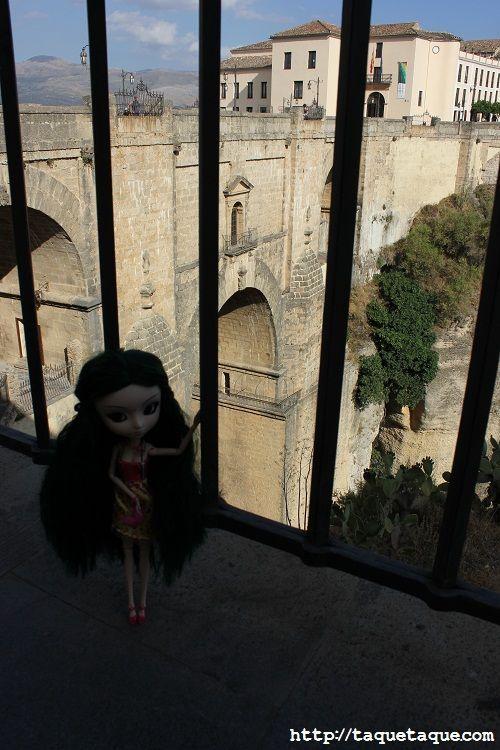 mi Pullip Saras, con el puente de Ronda al fondo