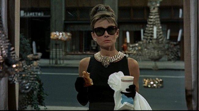 """Hoy se cumplen 50 años del estreno de """"Desayuno con Diamantes"""", la película más famosa de Audrey Hepburn"""