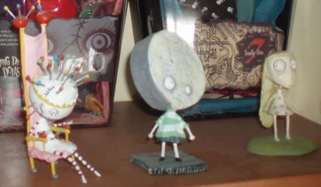 Tres de los personajes del libro de Tim Burton entre las Living Dead Dolls de Luix