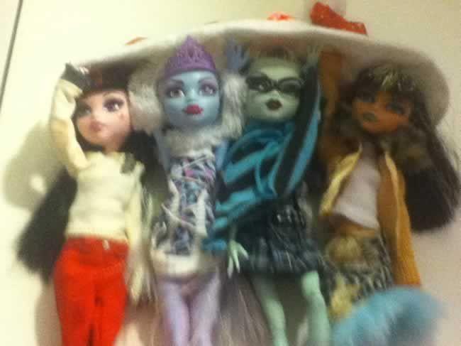 Sandra ha diseñado esta ropa OOAK DIY para sus Monster High