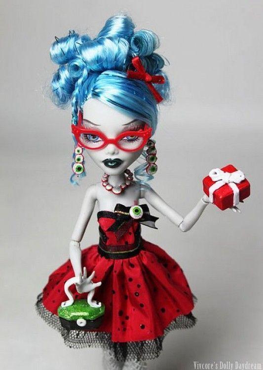 Ghoulia Yelps Sweet 1600, una custom diseñada por Vivienne Wormwoods