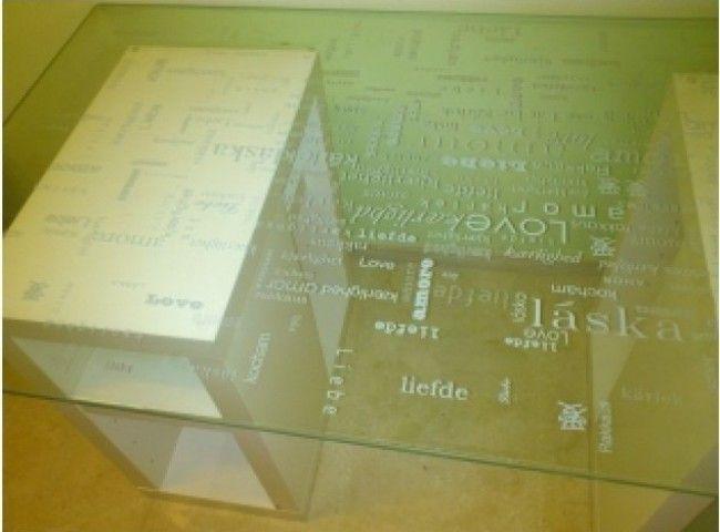 Este es el tablero de cristal de IKEA que tengo en mi Craft Room